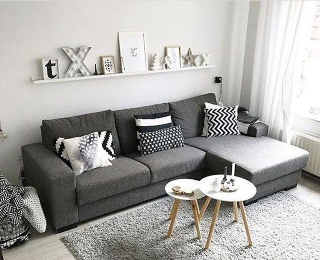 Cool Living Room Design Ideas To Make Look Confortable For Guest 24