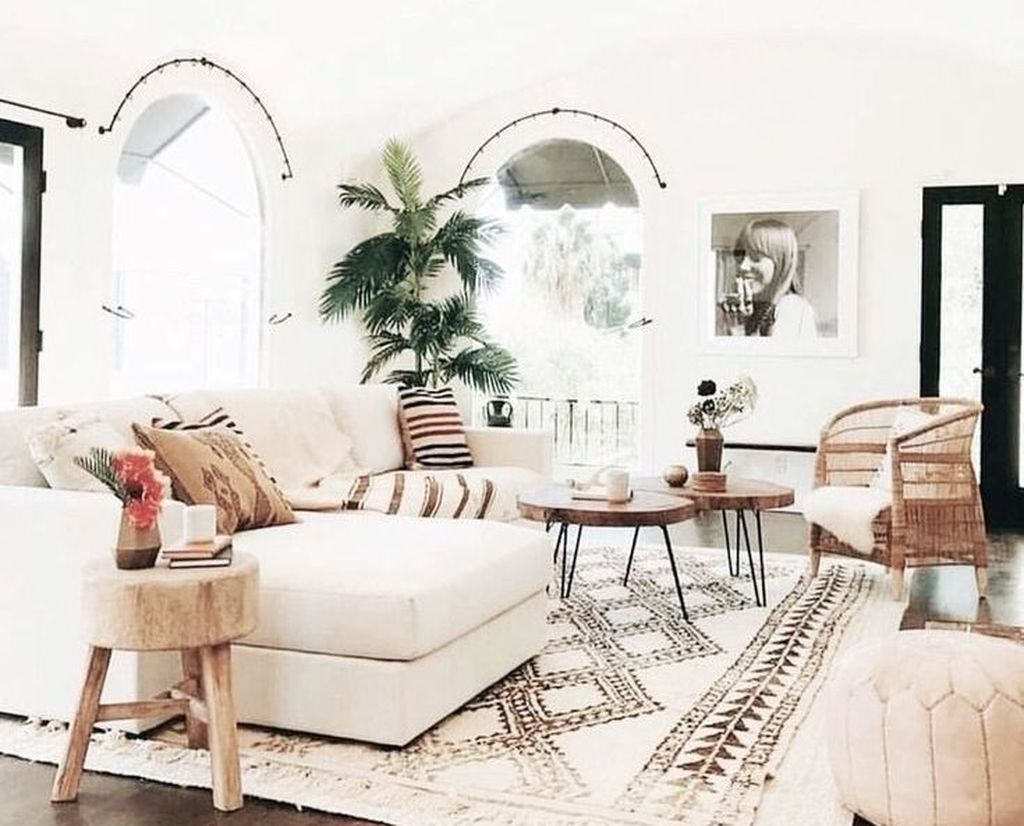 Cool Living Room Design Ideas To Make Look Confortable For Guest 37