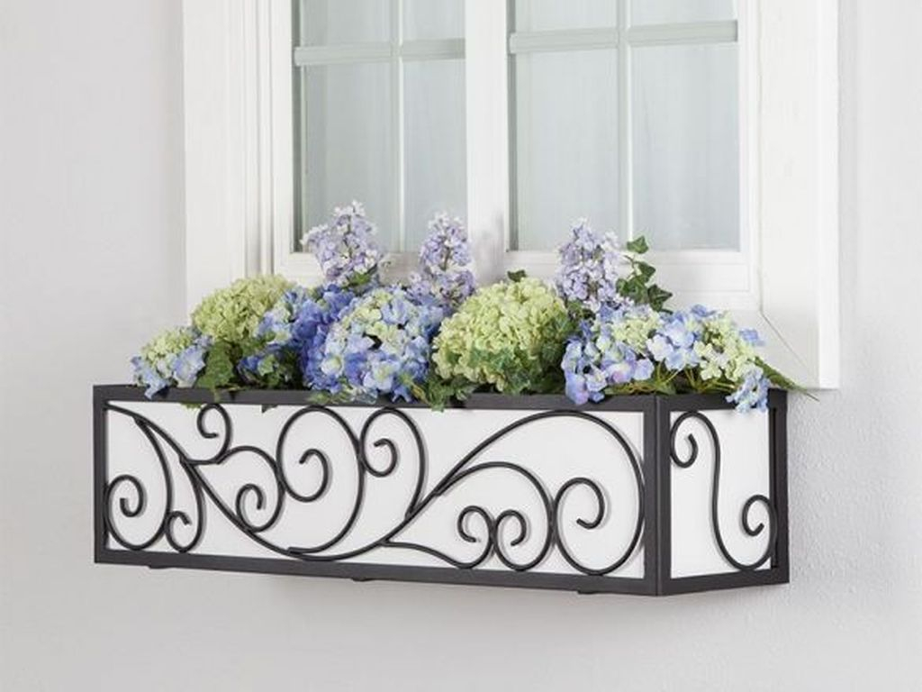 Fabulous Exterior Decoration Ideas With Flower In Window 03