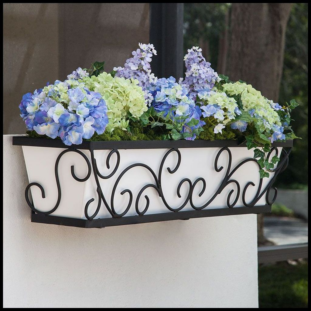 Fabulous Exterior Decoration Ideas With Flower In Window 19