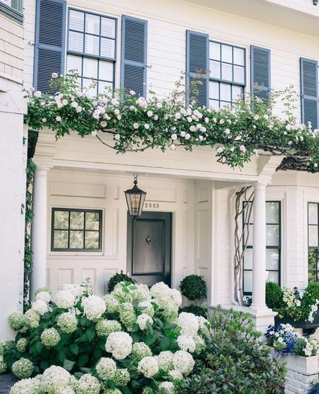 Fabulous Exterior Decoration Ideas With Flower In Window 29