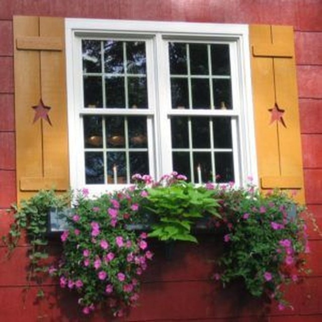 Fabulous Exterior Decoration Ideas With Flower In Window 31