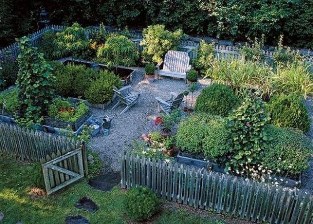Lovely Vegetable Garden Decoration Ideas For You 11