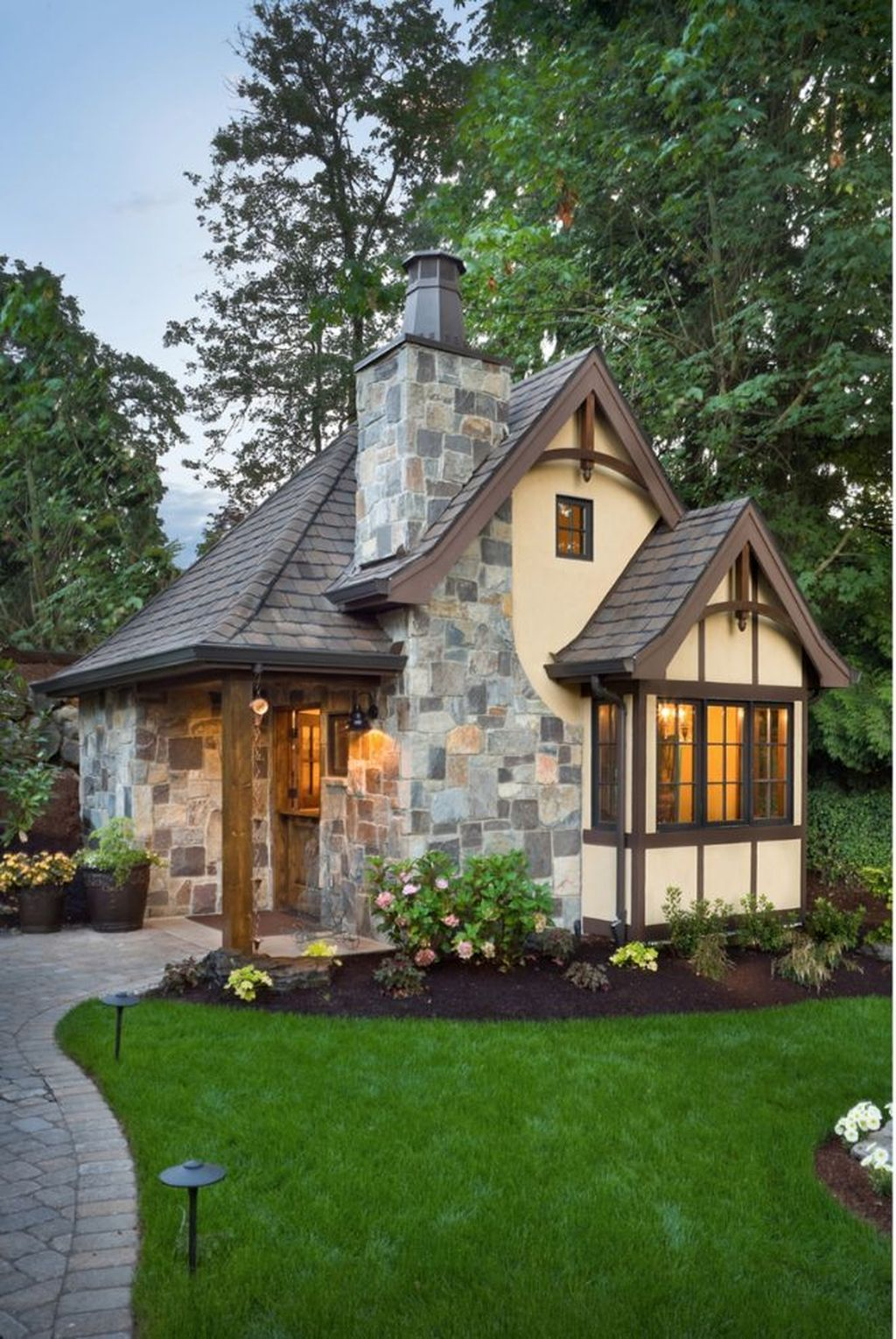 Perfect Small Cottages Design Ideas For Tiny House That Trend This Year 21