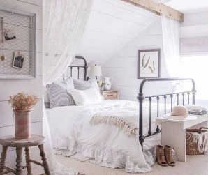 Vintage Farmhouse Bedroom Decor Ideas On A Budget To Try 14