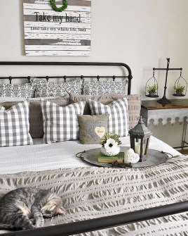 Vintage Farmhouse Bedroom Decor Ideas On A Budget To Try 16