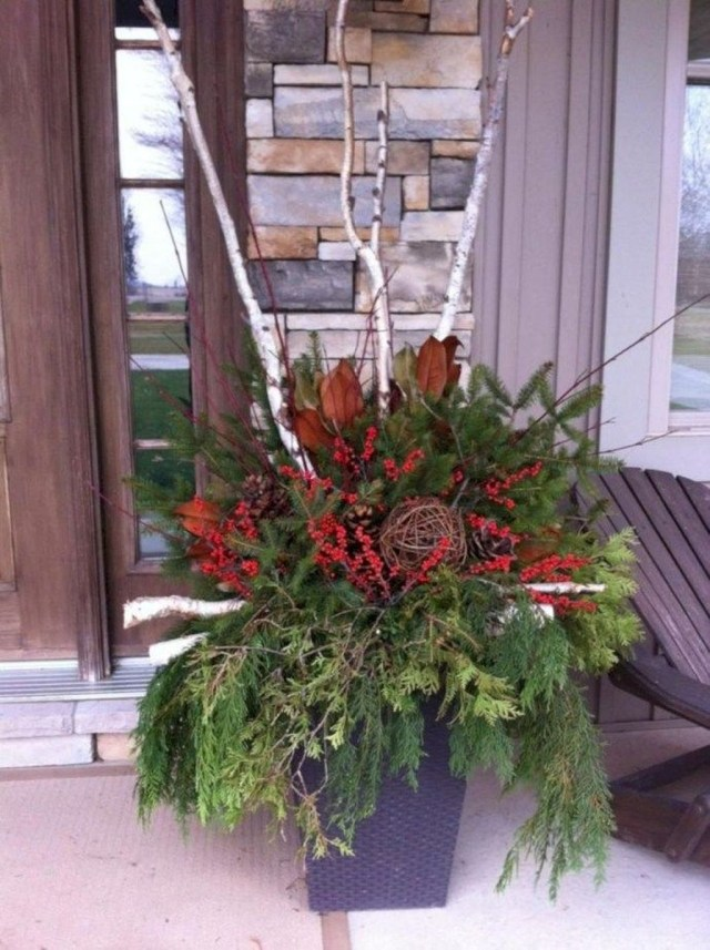 Marvelous Outdoor Holiday Planter Ideas To Beauty Porch Décor 25