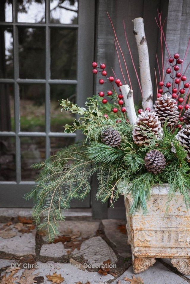 Marvelous Outdoor Holiday Planter Ideas To Beauty Porch Décor 43