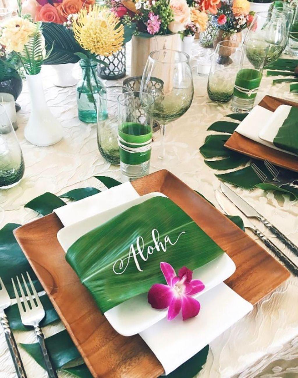 Splendid Tropical Leaf Decor Ideas For Home Design 16