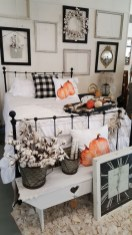Attractive Fall Decor Ideas For Your Apartment To Try This Year 23