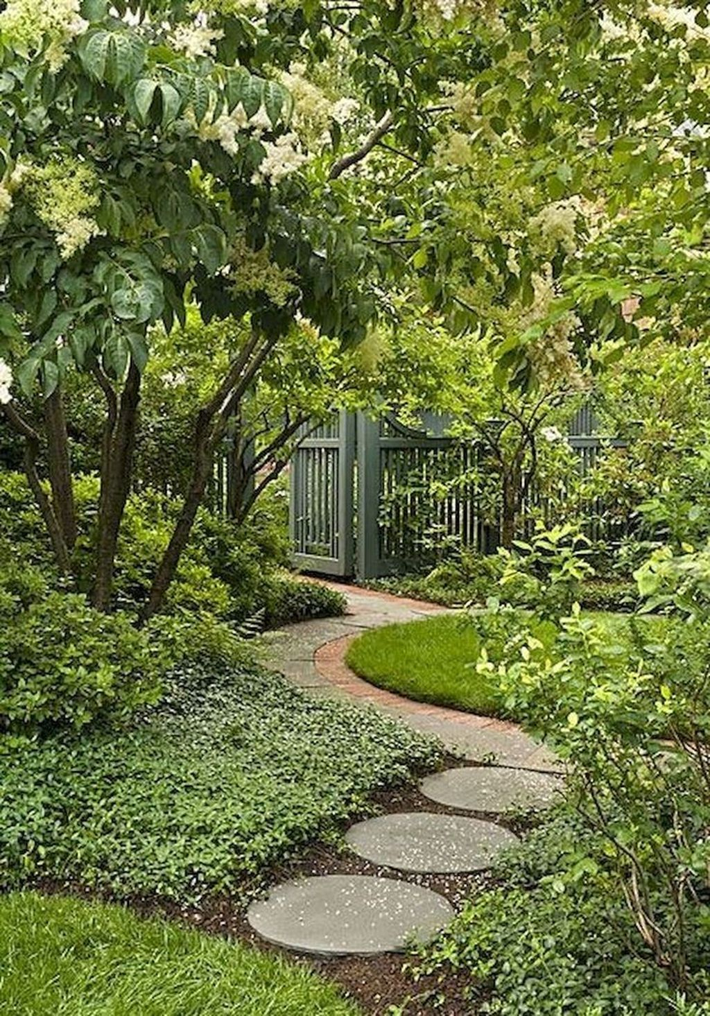 Beautiful Cottage Garden Ideas For Outdoor Space 24