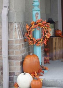 Beautiful Fall Porch Decor Ideas That Looks Modern 09