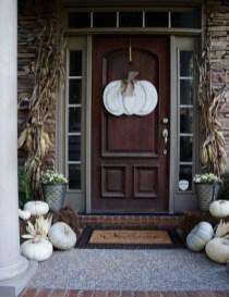 Beautiful Fall Porch Decor Ideas That Looks Modern 27