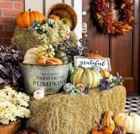 Beautiful Fall Porch Decor Ideas That Looks Modern 28