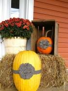 Beautiful Fall Porch Decor Ideas That Looks Modern 31