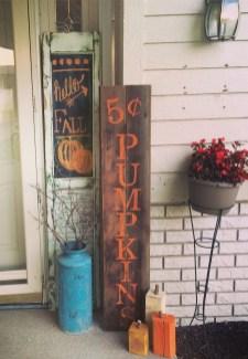 Beautiful Fall Porch Decor Ideas That Looks Modern 35