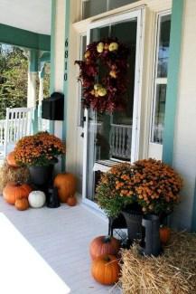 Beautiful Fall Porch Decor Ideas That Looks Modern 38
