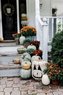 Beautiful Fall Porch Decor Ideas That Looks Modern 39