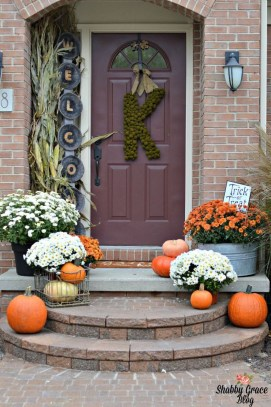 Beautiful Fall Porch Decor Ideas That Looks Modern 40