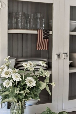 Elegant Summer Farmhouse Decor Ideas For Home 12