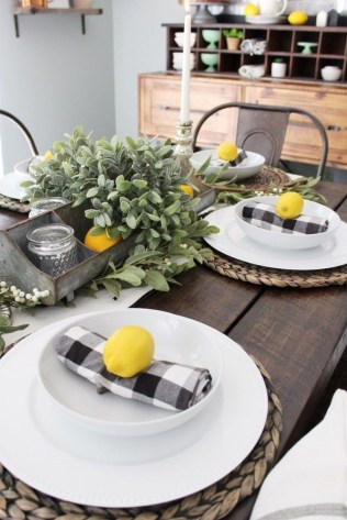Elegant Summer Farmhouse Decor Ideas For Home 13