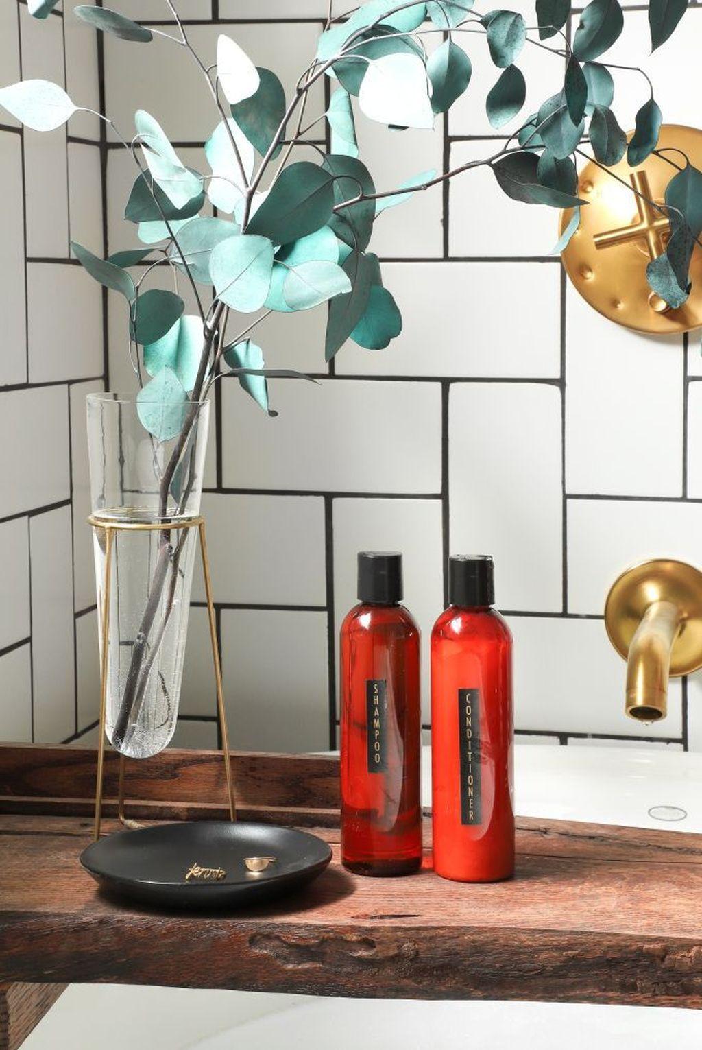 Affordable Diy Organization Bathroom Design Ideas For Bottle And Towel Labels22