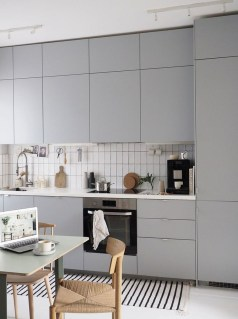 Amazing Scandinavian Kitchen Design Ideas With Island And Cabinets To Try10