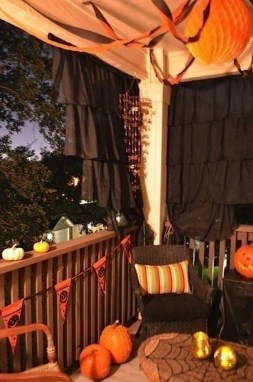 Impressive Fall Apartment Balcony Decorating Ideas To Try27