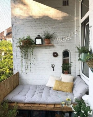Impressive Fall Apartment Balcony Decorating Ideas To Try36
