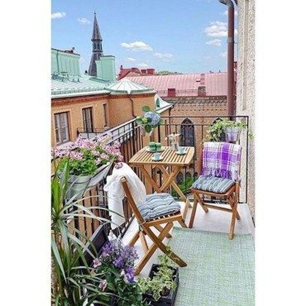 Impressive Fall Apartment Balcony Decorating Ideas To Try37