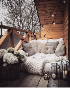Impressive Fall Apartment Balcony Decorating Ideas To Try38