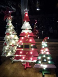 Stunning Diy Outdoor Decoration Ideas For Christmas That Looks Cool04