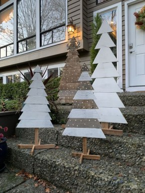 Stunning Diy Outdoor Decoration Ideas For Christmas That Looks Cool07
