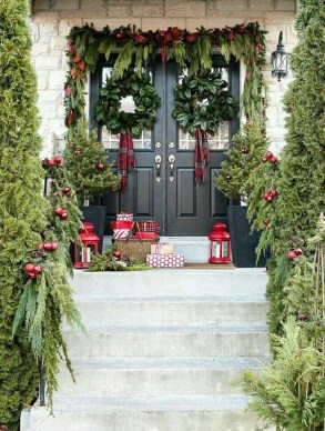 Stunning Diy Outdoor Decoration Ideas For Christmas That Looks Cool18