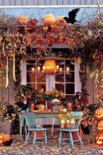 Unique Halloween Porch Ideas On A Budget06