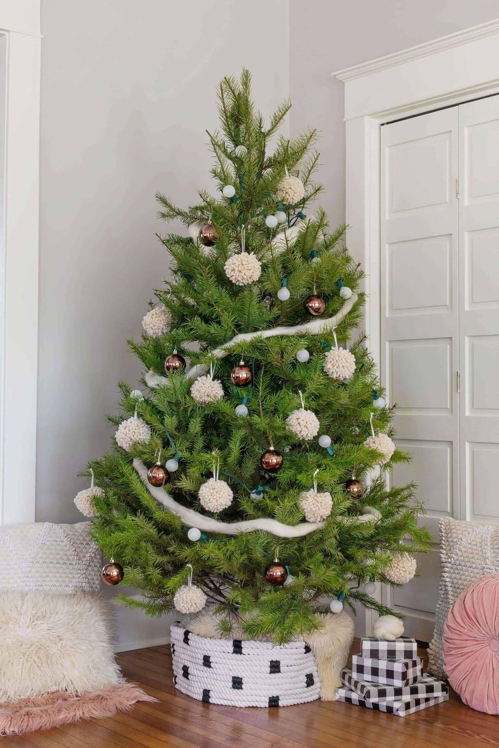 Wonderful Interior And Exterior Atmosphere Ideas For Christmas Décor To Copy04