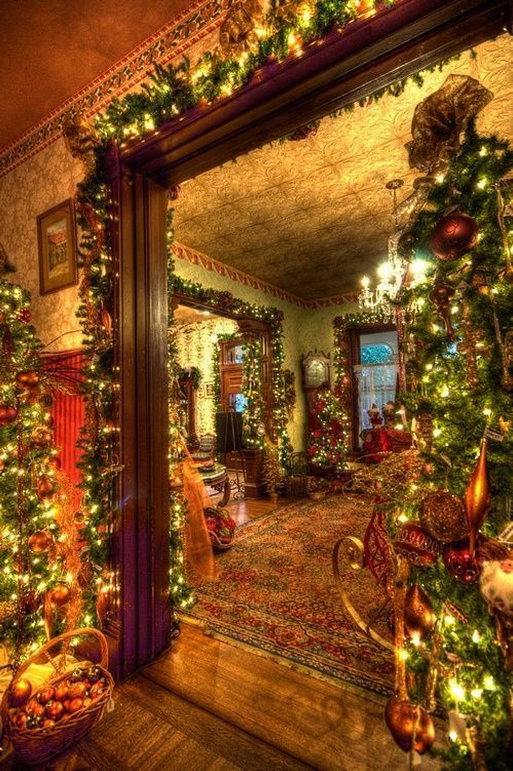 Wonderful Interior And Exterior Atmosphere Ideas For Christmas Décor To Copy20