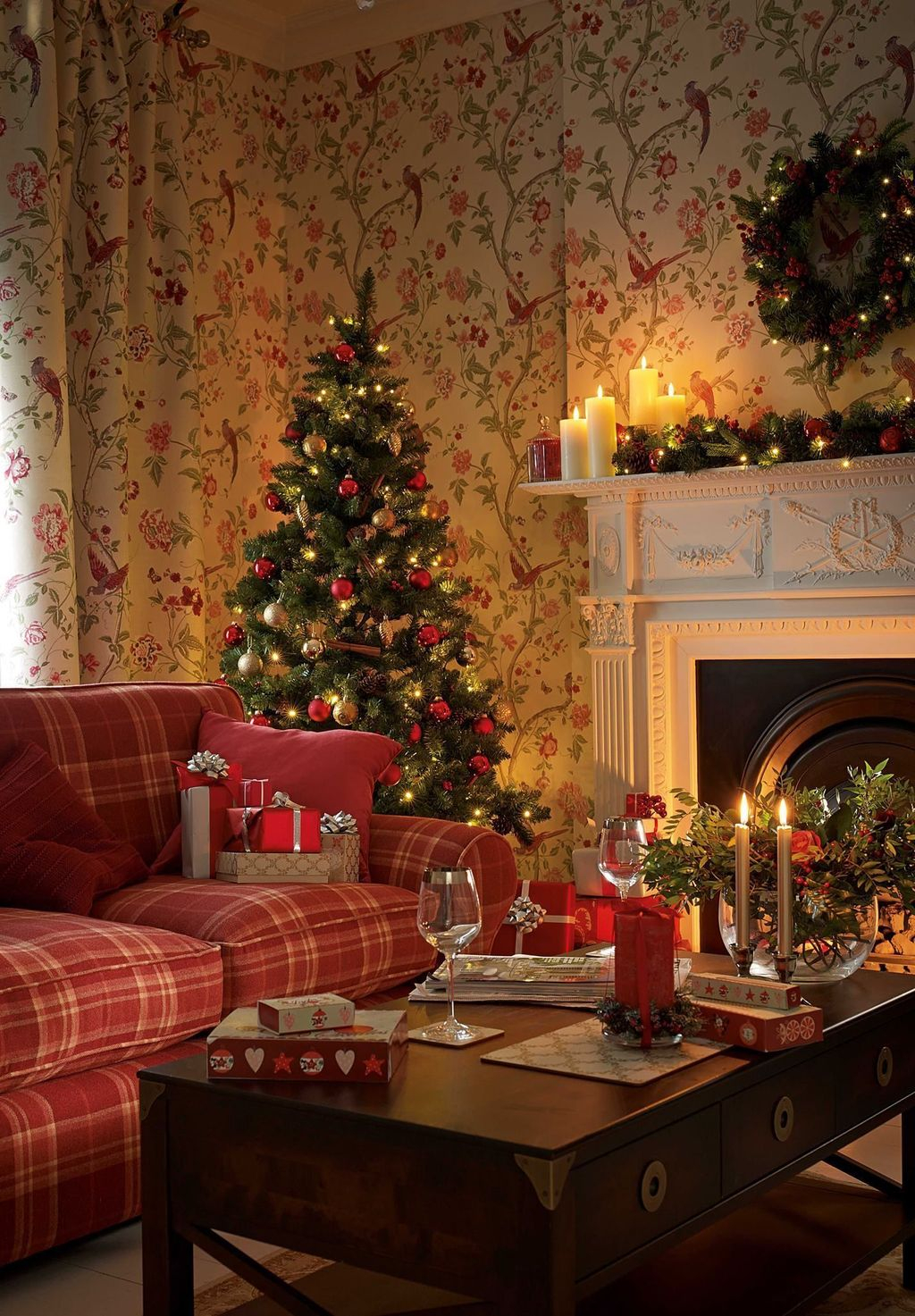 Wonderful Interior And Exterior Atmosphere Ideas For Christmas Décor To Copy30