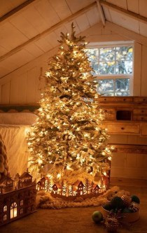 Astonishing Holiday Decorating Ideas With Lights To Try This Season 29