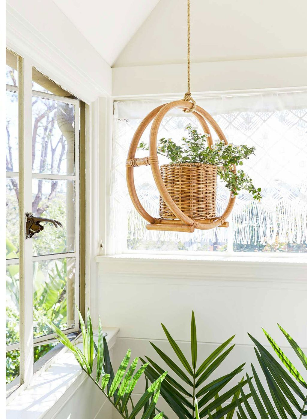 Chic Summer Planter Design Ideas For Summer Outdoor Pool 26