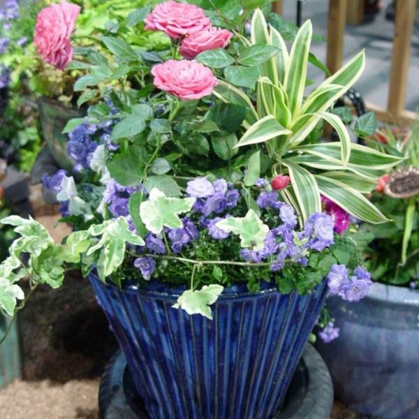 Impressive Summer Planter Design Ideas For Front Yard Decoration 01