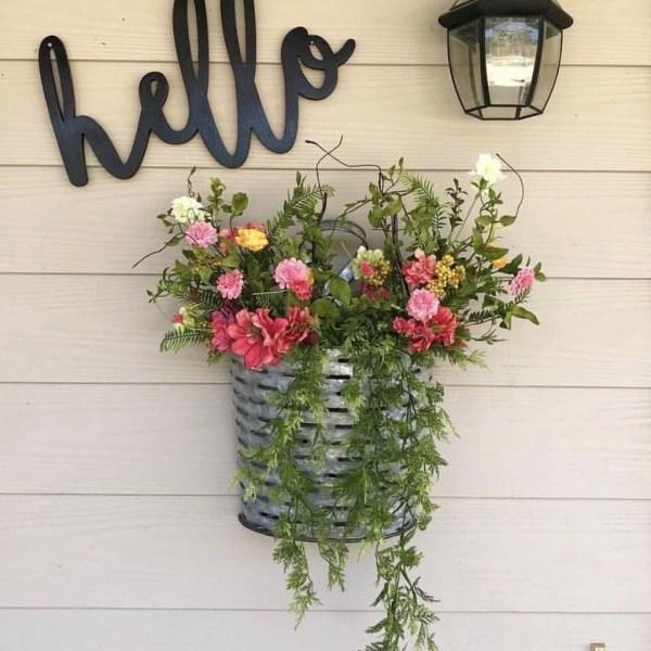 Impressive Summer Planter Design Ideas For Front Yard Decoration 12