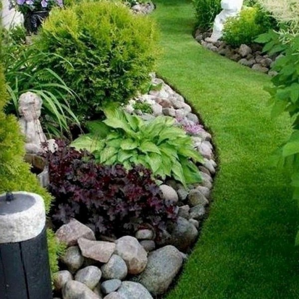 Impressive Summer Planter Design Ideas For Front Yard Decoration 36