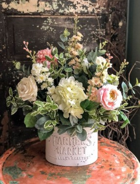 Vintage Farmhouse Summer Decor Ideas To Try Asap 17