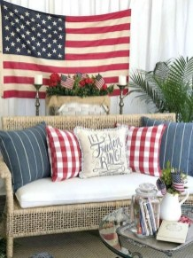 Vintage Farmhouse Summer Decor Ideas To Try Asap 31