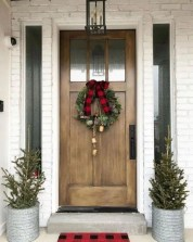 Affordable Christmas Porch Decoration Ideas To Try This Season 11