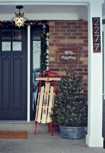Affordable Christmas Porch Decoration Ideas To Try This Season 22