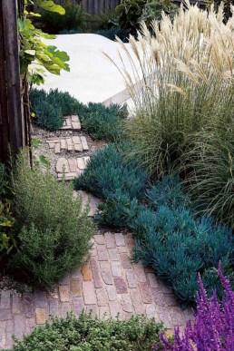 Awesome Mediterranean Garden Design Ideas For Your Backyard 17