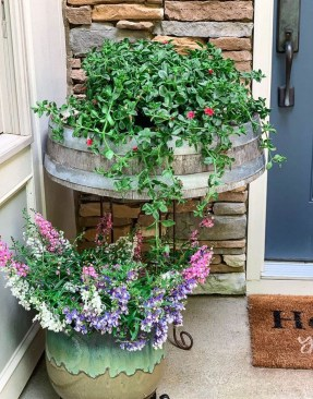 Dreamy Front Door Flower Pots Design Ideas To Increase Your Home Beauty 33