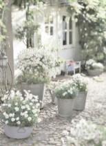 Elegant White Plants Garden Design Ideas For You 09